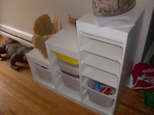 STORAGE UNIT, STAIRCASE SHAPE, WITH PLASTIC BINS