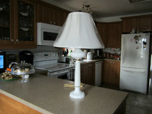 "28"" white milk glass lamp West Island Greater Montréal image 1"