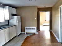 FREE MONTH - Bright 2 bdrm on top floor of triplex