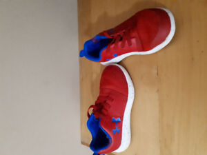 UA sneakers size 9T  $10