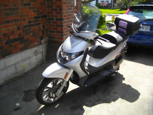70 yr old selling 250 Piaggio Scooter like NEW