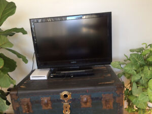 Insignia TV- Wii, games and DVD player included!