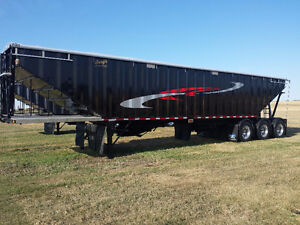 New 2016 Bergs 45' Tridem Grain Trailer In Stock