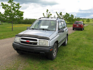 Chev Tracker 2001 plus plow(902 899 3341)