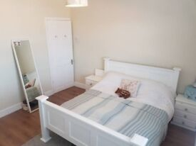 Spacious double room to rent - close to town