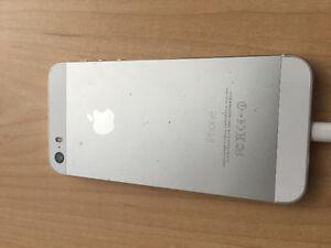 White Apple iPhone 5s 32 GB Kitchener / Waterloo Kitchener Area image 2