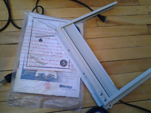 BRAND NEW ACCORDIAN SIDE PANEL FOR DANBY 5000 AIR CONDITIONER