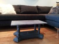 Table basse de salon sur roulettes gris argenté + noir