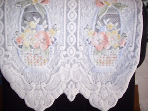 Very beautiful floral, lilly white couch/sofa covers $3