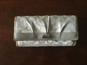 Coach Wallet, good condition! MOVING SALE