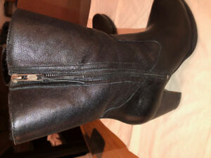 UGGS WINTER LEATHER  BOOTS  SIZE 10 BLACK