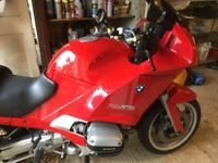 BMW R1100 RS. ONLY 21,000 MILES, NEW MOT, RIDES WITHOUT FAULT. FULL LUGGAGE.
