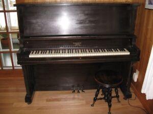 Piano droit Lindsay