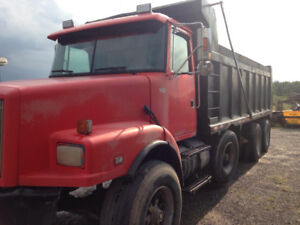 Volvo tri axle dump truck  only 175k willing to trade