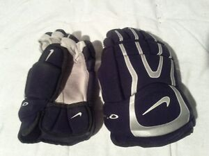 Jr Nike gloves Cambridge Kitchener Area image 1