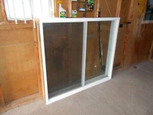 une grande fenêtre + une fenêtre coulissante
