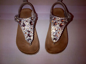 Joe Fresh Silver Glitter Girls Size 2 Sandals in MINT CONDITION!