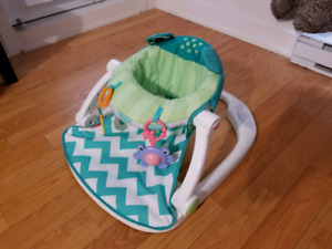 Chaise pour bébé / Sit-me-up floor seat with toy tray
