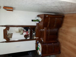 Dresser with MIRROR! $75 only. Solid wood! Moving soon!