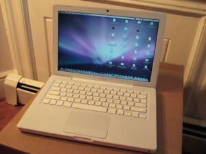 Apple MacBook 13-inch White (Core 2 Duo)