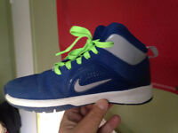 Blue Nike BBall Sneakers w Red Laces