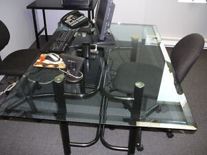GLASS DESK/BUREAU EN VITRE