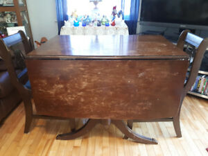 Very nice usable drop leaf claw foot table with 6 chairs