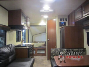 2015 Solaire 147x hybrid travel camper.