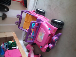 Power wheels  battery operated Barbie wrangler jeep.