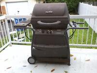 "Barbecue à vendre. ""Char broil"" Contacter 514-260-0152"