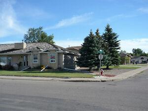 REDUCED 1/4 acre with1989 sq ft Bungalow/3 car garage + workshop Moose Jaw Regina Area image 2