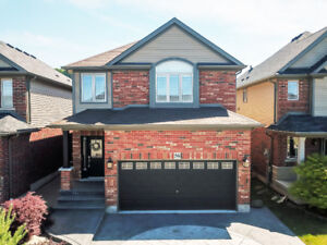 GORGEOUS 2-STOREY GRIMSBY HOME...