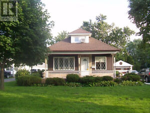 * NEW LISTING * 4415 WYANDOTTE WINDSOR, W/POOL - $129,000