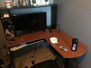 L shaped desk mint condition $90 obo