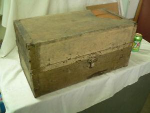 beau petit coffre antique # 4023