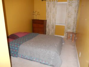 ROOM FOR RENT IN QUIET HOME-Female Preferred