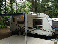 19 ft hybrid travel trailer