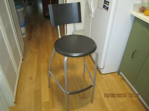 Ikea bar stool with back rest. Lightly used and in good conditio