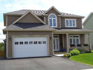 BEAUTIFUL EXECUTIVE HOME ON SOUTHLANDS GREENBELT