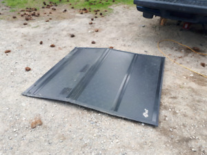 Flip style tonneau cover for 2000-2004 Dodge Dakota