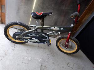 vélo pour enfant,Bagnole McQueen,pour 30$
