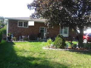 DETACHED 4/5 BED, SEPARATE INLAW SUITE, EXTRA WIDE LOT GR8 AREA!