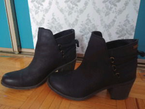 ROXY LEATHER ANKLE BOOTS