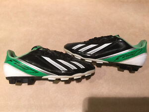 Adidas F5 Outdoor Soccer Cleats Size 6 London Ontario image 4