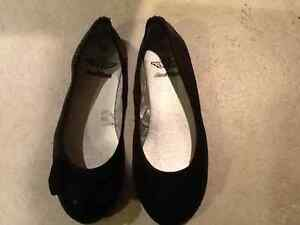 BRAND NEW GIRLS SPARKLY SHOES SIZE 12 London Ontario image 1