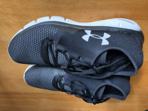 Soulier de course, espadrilles, running shoes  Under Armour