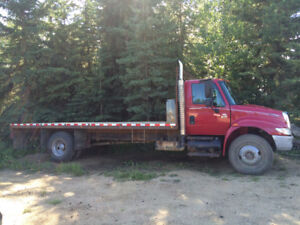 International 4300 DT466 with 20' +/- flat deck,single axle.