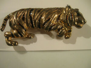 "REALISTIC VINTAGE ""HOLD-THAT-TIGER"" BROOCH from the '60's"