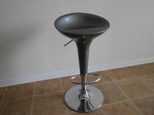 Swivel adjustable metalic bar stool Kingston Kingston Area image 3