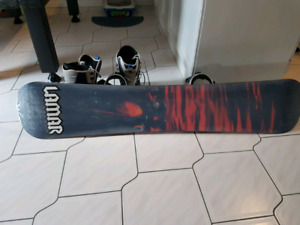 Lamar snowboard with Lamar bindings w size 11  boots and goggles